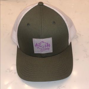 COLUMBIA Live the Journey Snap-back Hat